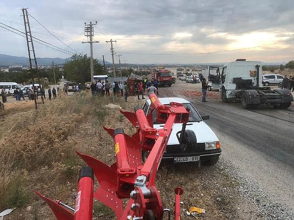 2021/09/tirin-carptigi-traktor-su-kanalina-uctu-2si-agir-5-yarali-6ff835b8ce36-8.jpg