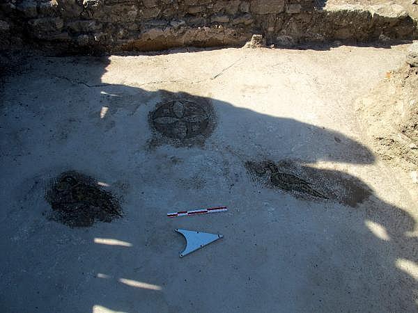 2021/10/troya-oren-yerinde-helenistik-ve-roma-donemine-ait-mozaik-bulundu-bf480b435bf4-10.jpg