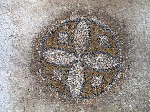 2021/10/troya-oren-yerinde-helenistik-ve-roma-donemine-ait-mozaik-bulundu-bf480b435bf4-12.jpg