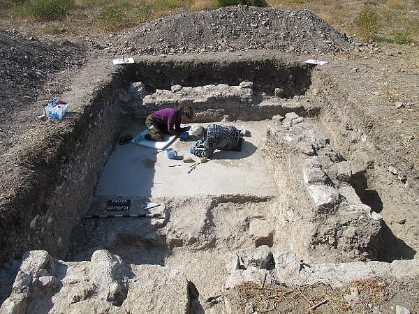 2021/10/troya-oren-yerinde-helenistik-ve-roma-donemine-ait-mozaik-bulundu-bf480b435bf4-4.jpg