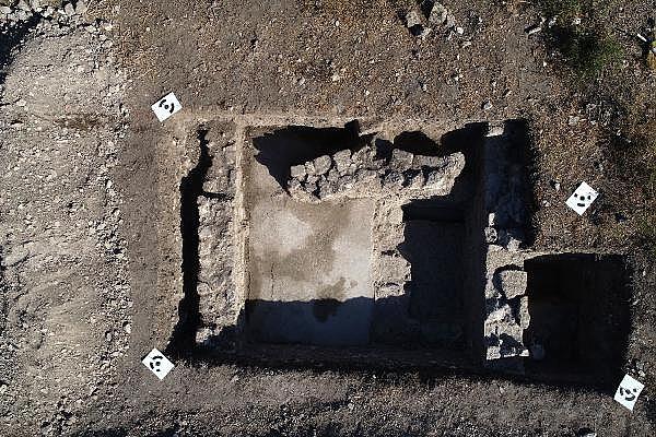 2021/10/troya-oren-yerinde-helenistik-ve-roma-donemine-ait-mozaik-bulundu-bf480b435bf4-7.jpg