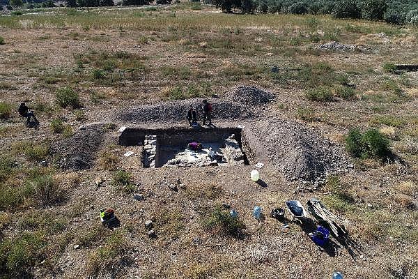 2021/10/troya-oren-yerinde-helenistik-ve-roma-donemine-ait-mozaik-bulundu-bf480b435bf4-8.jpg