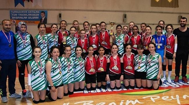 Çanakkale Midivoleybol Kızlar İl Şampiyonu Yeşil Bayramiçspor Oldu