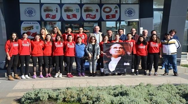 Başkan Işık'tan, Çiçeklidedespor Voleybol Takımına kahvaltı