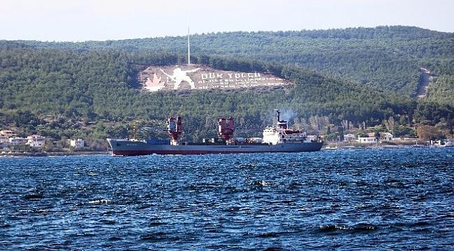 Rus askeri gemisi, Çanakkale Boğazı'ndan geçti