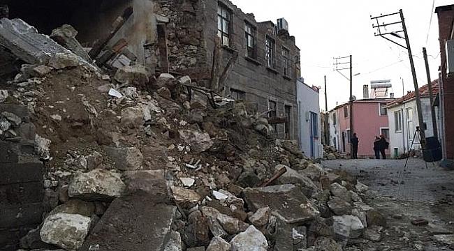 Ayvacık Depremin Bilançosu Gün Ağarmasıyla Gözler Önüne Serildi