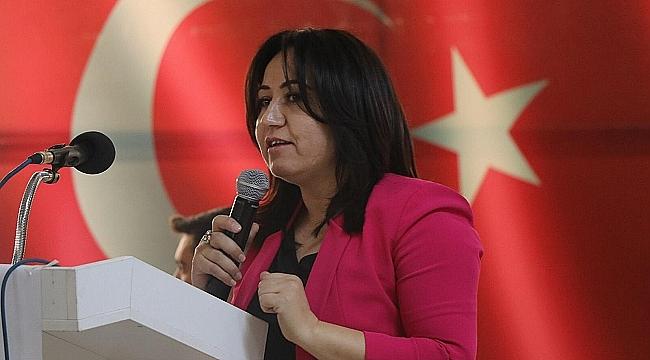 AK Parti Çanakkale Kadın Kolları tarafından 8 Mart Dünya Kadınlar Günü nedeniyle program düzenlendi.