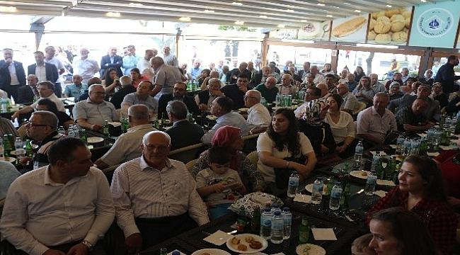 AK Parti Çanakkale İl Teşkilatı Bayram Kutlamak Icin Toplandı