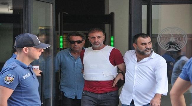 Oğlunu ve karısını kurşuna dizen baba tutuklandı