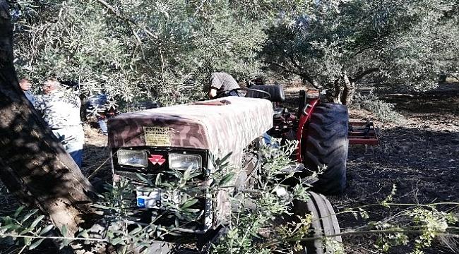 Zeytin ağacına sıkıştı, traktörün üzerinde ölü bulundu