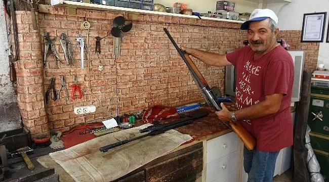 35 yıllık silah tamircisi hem polise, hem askere hizmet ediyor