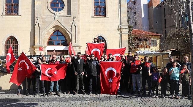 Çanakkale'de Türk bayrağını yırtan Yunan milletvekiline tepki