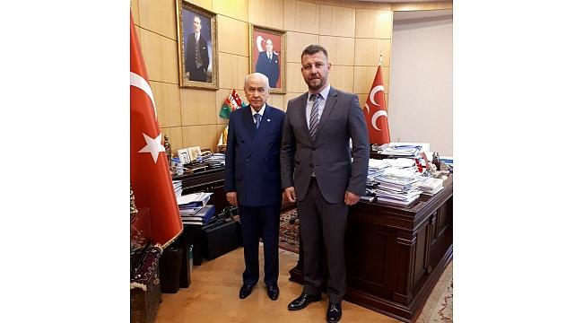 MHP Lİ Evren Yalçın ''Ülgür Başkan Çanakkaleyi Platonik Aşka Mahkum Etmiştir''.