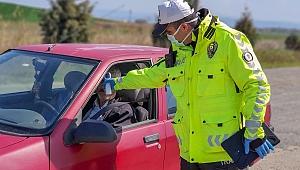 Gelibolu'da sürücülere ateş ölçümü yapılıyor