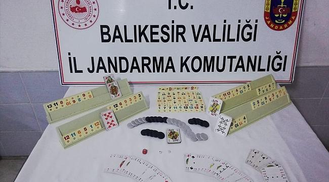 Kahvehanede kumar oynayan 8 kişiye 35 bin lira ceza uygulandı