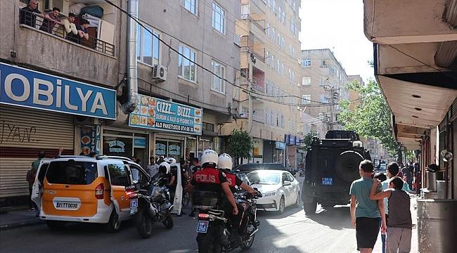 Diyarbakır'da silahlı saldırıya uğrayan polis memuru Atakan Arslan şehit oldu