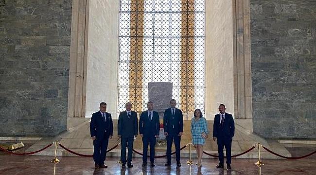 Başkan Karaca'nın ilk işi Anıtkabir'i ziyaret etmek oldu