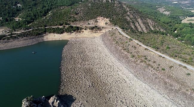 "Barajın suyu azalınca havzasından ""midye tarlası"" çıktı"