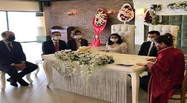 Çanakkale Valisi Aktaş, Bozcaada Kaymakamı Bahar Kaya'nın nikah şahidi oldu