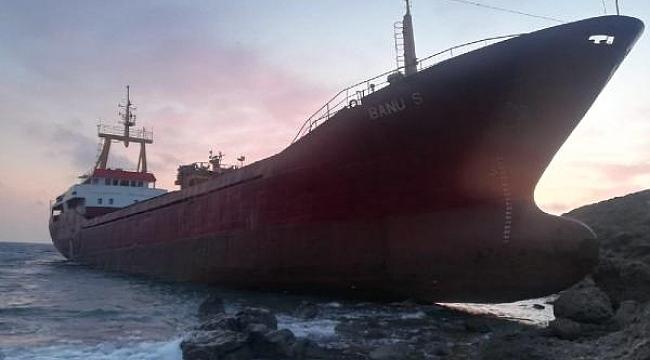 Çanakkale, Bozcaada açıklarında kargo gemisi karaya oturdu
